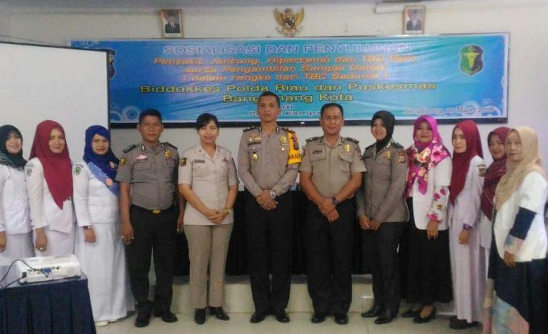 Hari TBC Sedunia, Biddokkes Polda Riau Adakan Penyuluhan Kesehatan di Polres Kampar