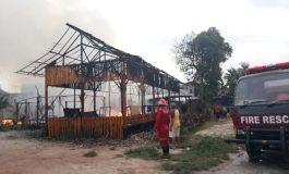 3 Bangunan Hangus Terbakar Salah Satunya Rumah Makan D'ulek
