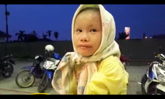 Video Anak Kecil Ini Tepaksa Cari Duit Dengan Kondisi Fisiknya