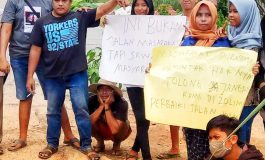 Akses Jalan Rusak, Pemuda dan Masyarakat Purnama Turun Ke Jalan Lakukan Protes Serius