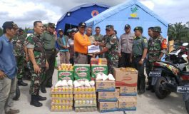 Letkol (inf) Horas Sitinjak Kunjungi Tenda Pengungsi Banjir