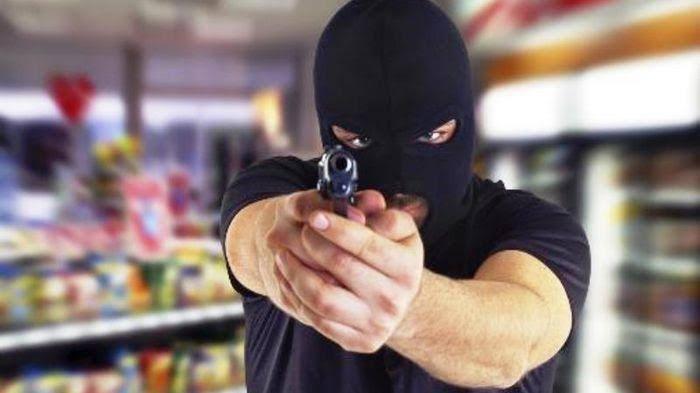 Pria Bersenjata Rampok Alfamart Di Dumai