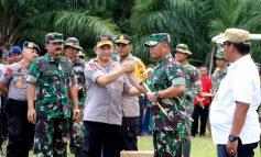 Serahkan Bantuan Alat Pemadam,Panglima TNI dan Kapolri Tinjau Karlahut di Rupat
