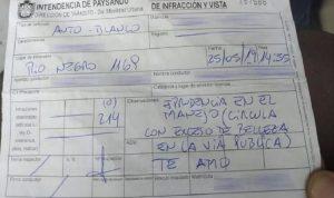 Inilah surat tilang kontroversial yang diberikan polisi lalu lintas kepada pengemudi perempuan di Uruguay setelah si pengemudi dianggap terlalu cantik.(Diario El Telegrafo/Facebook via Oddity Central)